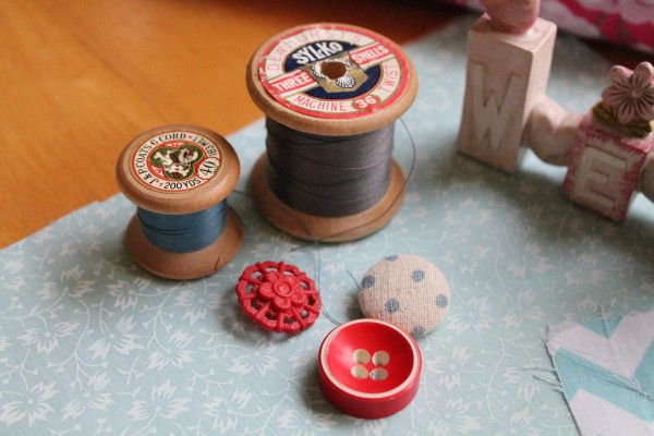 needle-play-food-fabric-sewing-spool-766666-pxhere.com