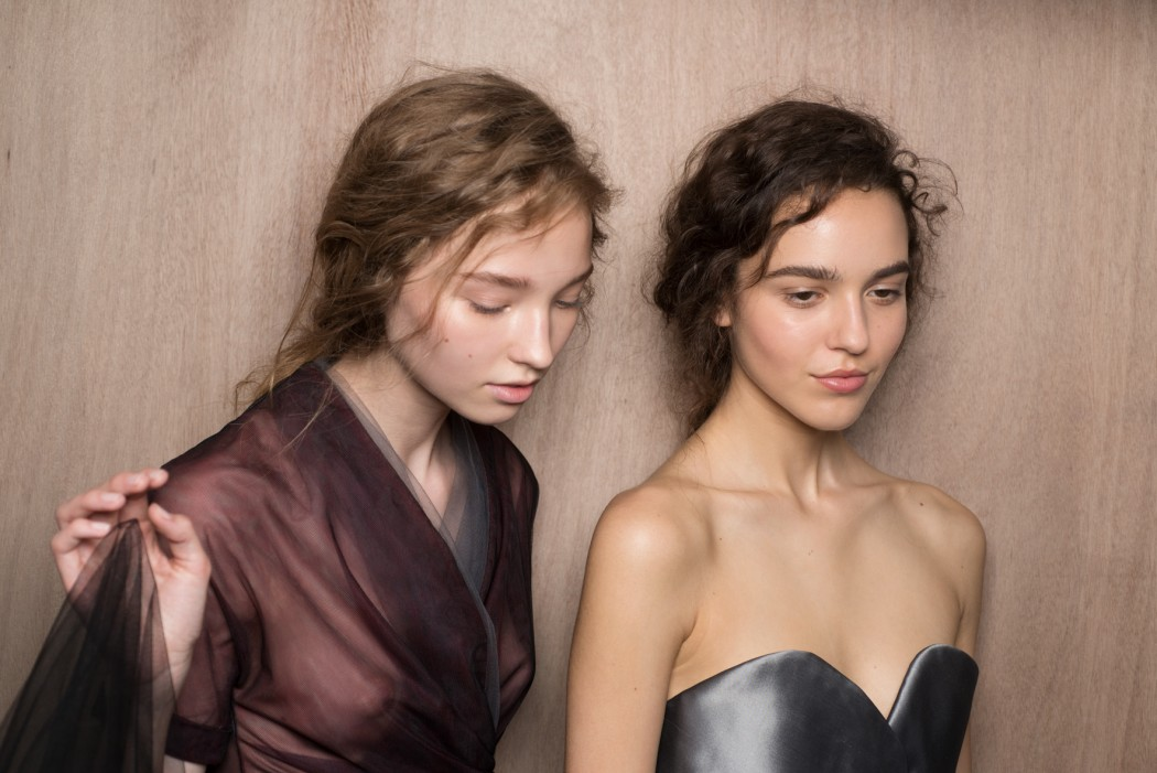 Backstage Dior Alta costura - 2017/18. Fotografía: Vincent Lappartient.